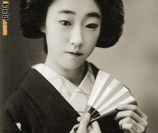 Japanese Woman Holding a Fan (Sensu)